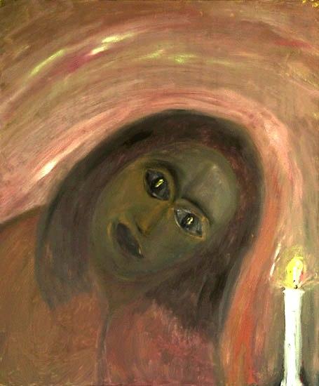 Donna che guarda la fiamma di una candela